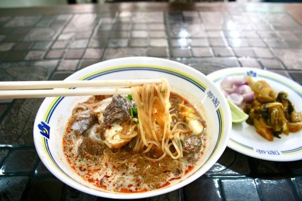 カオソーイ・スターシニー3号店タイラーメンゲーンの麺