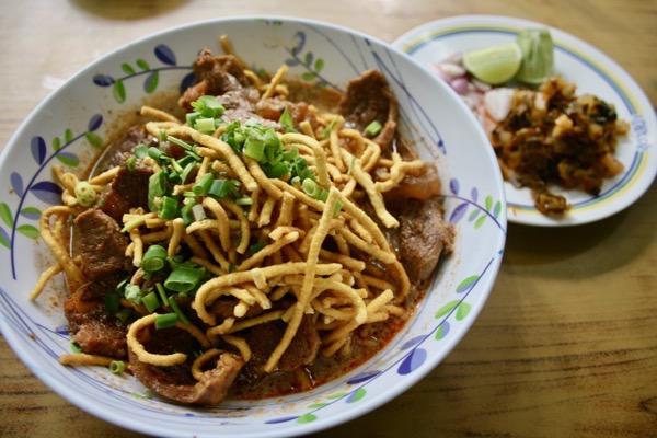 スターシニー1号店の揚げ麺のカオソーイ