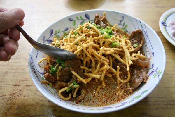 スターシニー1号店の揚げ麺のカオソーイの揚げ麺