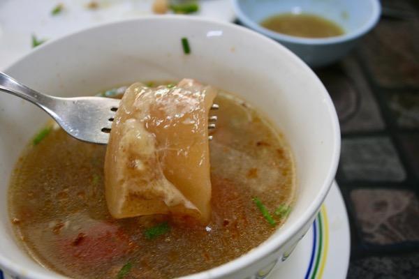 カオソーイ・スターシニー3号店のテールスープのぷるんぷるんのゼラチン質