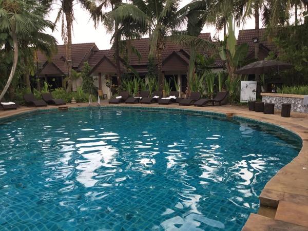 ラルナホテル&リゾートチェンライのプール