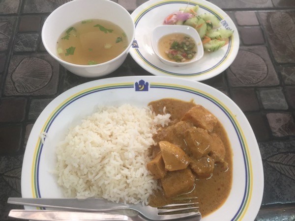 カオソーイ・スターシニー3号店の鶏カレー