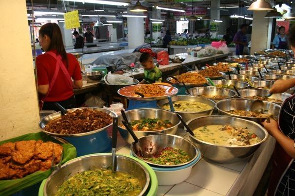 タニン市場の惣菜売り場