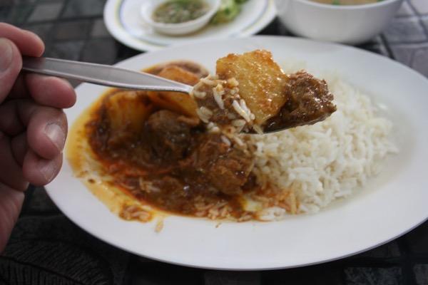 カオソーイ・スターシニー3号店のマッサマンカレーのジャガイモと牛肉