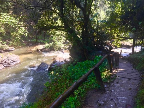 ワチラターン滝の沢