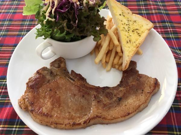 チェンマイ大学牛のステーキ