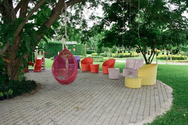 Parinda Gardenのソファー席