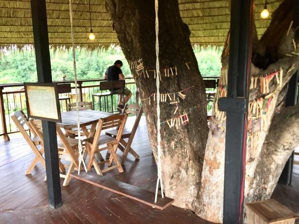 カオマカームカフェの二階席のブランコ
