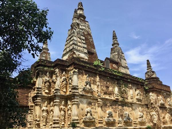 ワット・ジェット・ヨードの7つの仏塔