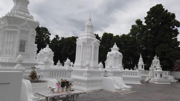 スワンドーク白亜の墓塔群