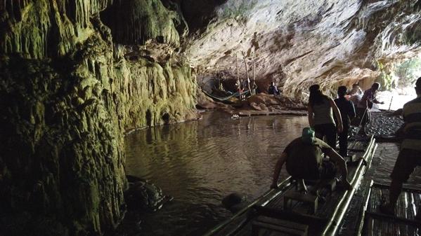 タム・ロート洞窟筏下り
