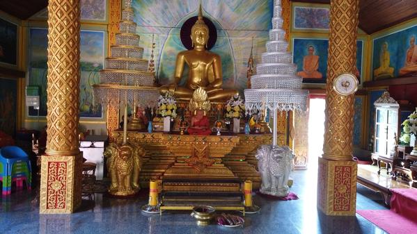 礼拝堂の仏像