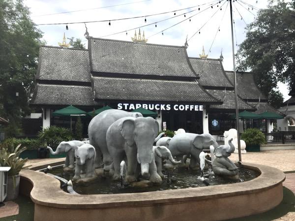 ガードファランのスターバックスの 象の噴水