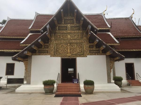 チョムトーン寺院の中央礼拝堂