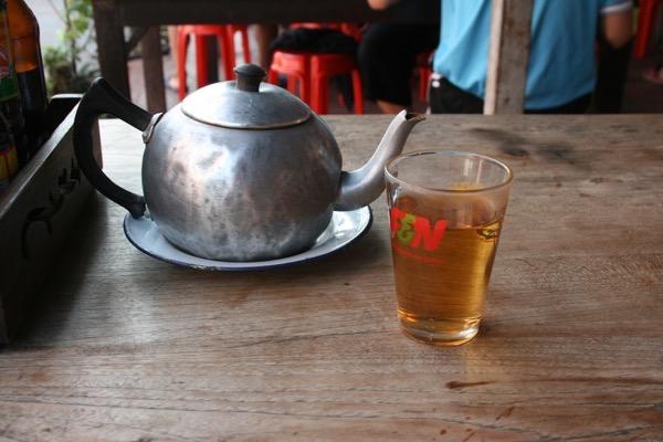 サパー カフェ 786の温かいお茶