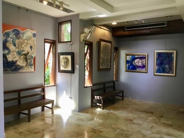フアン・ジャイ・ヨーンのギャラリーに飾ってある絵画
