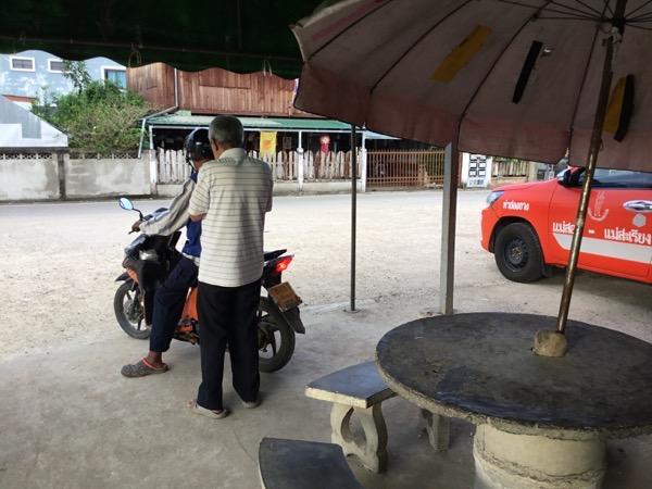 メーサリアンのバイクタクシー