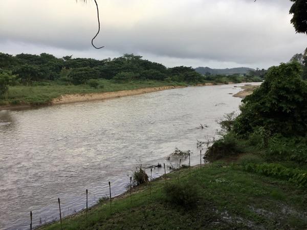 メーサリアンに流れるユワム川