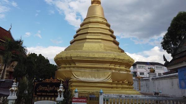 ワットモーカムトゥワンの仏塔