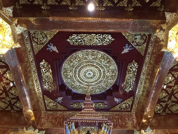 天井:ウィハーン・インタキン内部