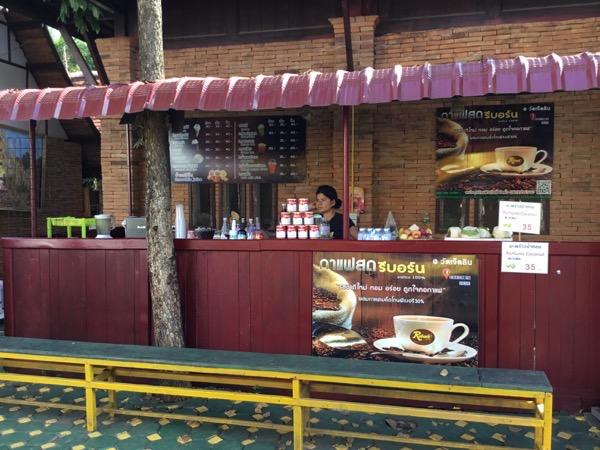 ワット・ジェットリンのカフェ