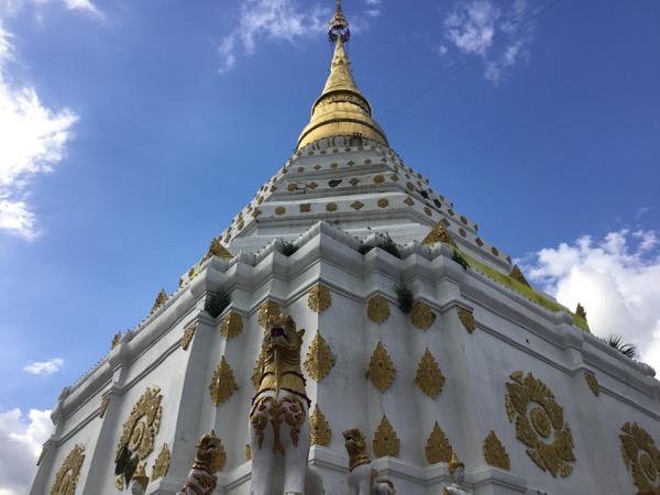 ワット・チェンユーンの白い仏塔