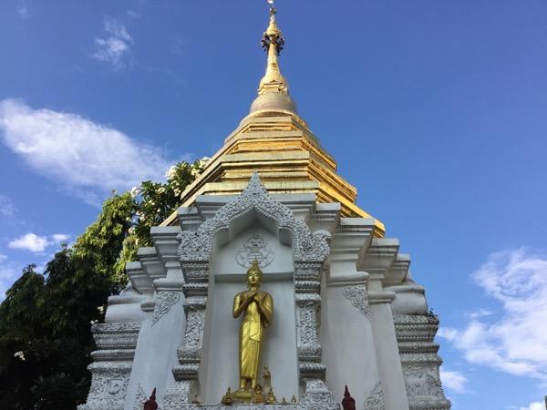 ワット・ローイクロの仏塔
