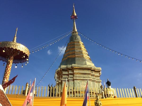 ワット プラタート ドーイカムの仏舎利塔