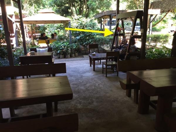 Baan Suan Ka Feの2人掛けブランコ席