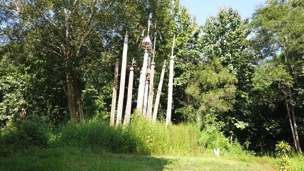 首長族の村の精霊が宿る柱