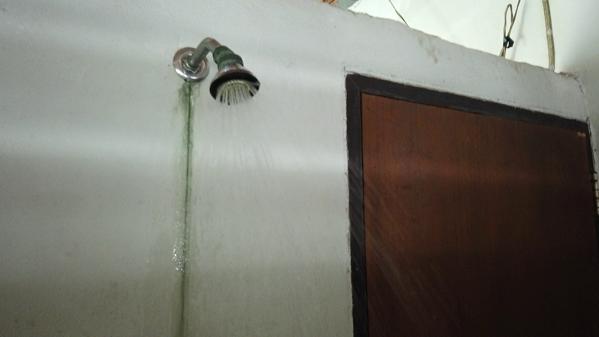 ポーン・ブア・バーン温泉の冷水シャワー