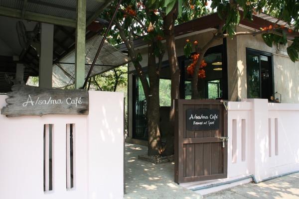 クルア・ヤーに併設されている世界的なバリスタがいるAsama cafeの入り口