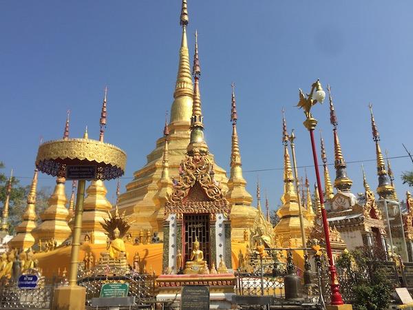 ターク県のワット・プラボロムタートの仏塔