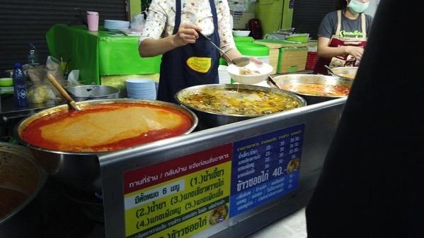 カノムジーンサンパコーイのタイ素麺の注文を待つ写真