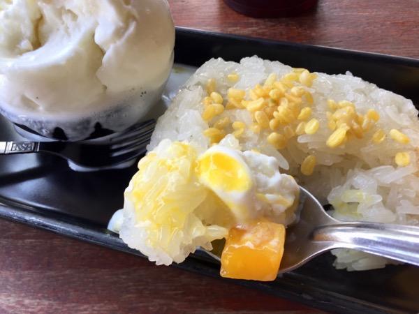 カオニャオマムアンのもち米とバニラアイス