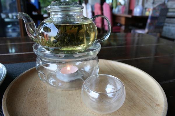 チャントラキーリー・シャレー・チェンマイのアフタヌーンティーセットのお茶