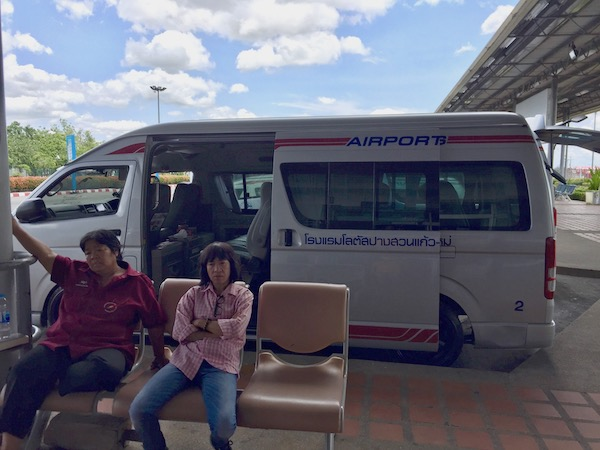 チェンマイ空港のツアーワゴン・空港シャトルバス乗り場