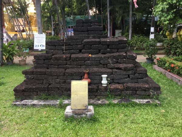 ワットプラシンのカムフー王の供養塔