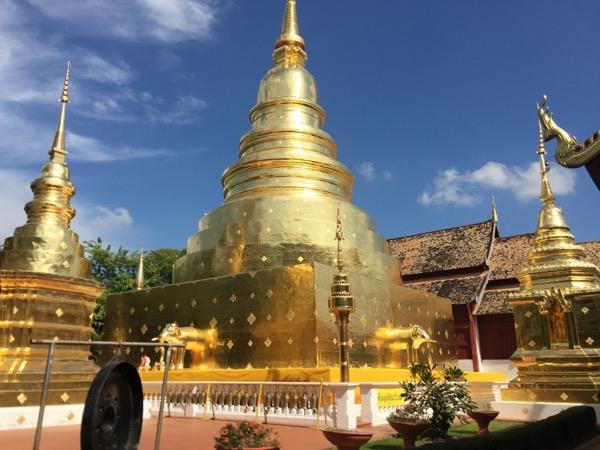 ワットプラシンの辰年の十二支仏塔