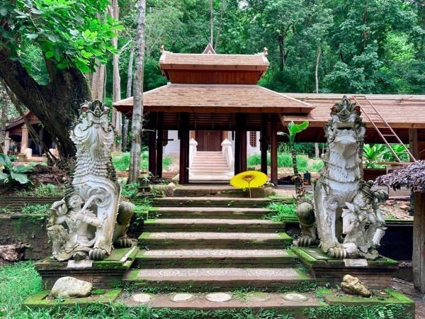 ワット パーラートの椅像を祀っているお堂を護るヒマパーンの森に棲む聖なる生き物