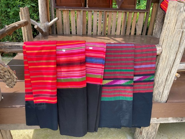 タイルー族の織り物
