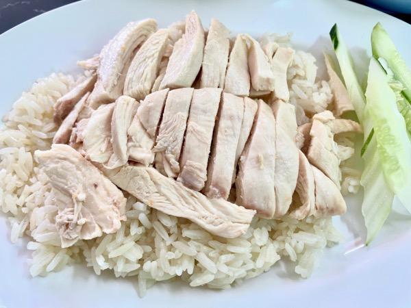 デーン・カオマンガイのお肉は見るからにとり肉の鮮度が良いカオマンガイ