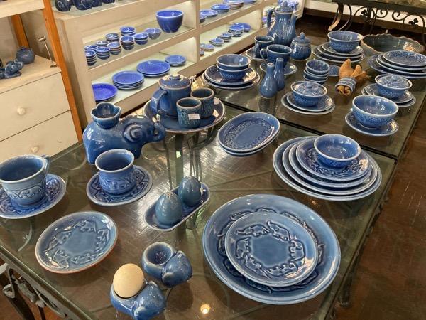 ラミンティーハウスのブルーのセラドン焼きの食器
