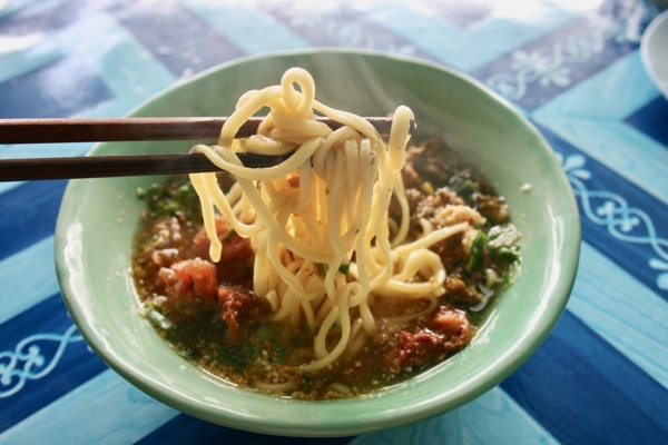 カオソーイの源流となるカオソーイナムサイのたまご麺