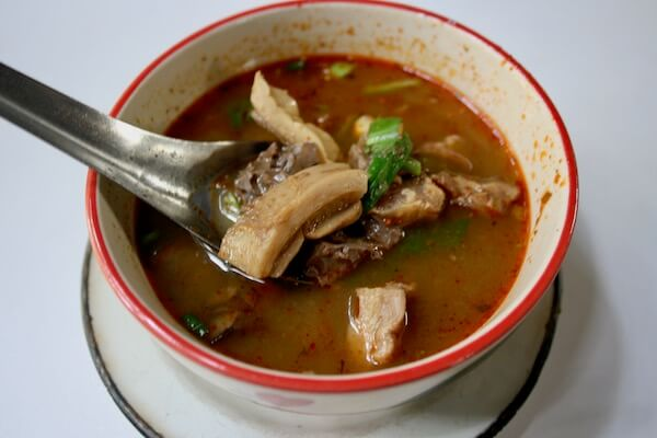 料理名:แกงอ่อมเนื้อ 日本語:ゲーンオーンヌア 牛もつスープ