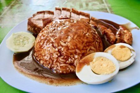 Kuay Chap (Thick gravy) Samatのカオムーグローブ
