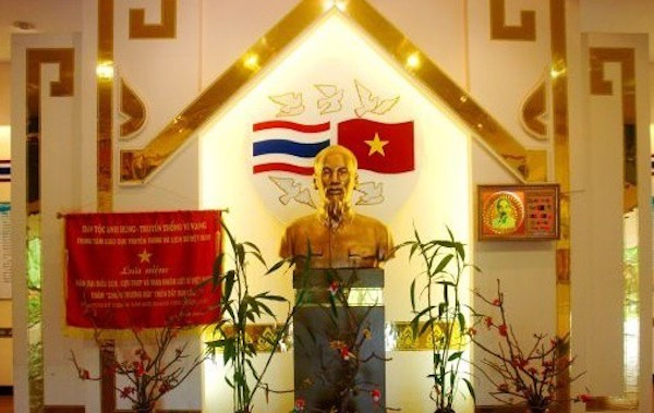 タイ ベトナム友好村博物館のホーチミン像