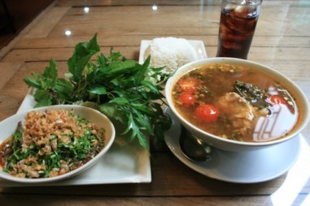 タイ北部料理と一緒に食べる香草や野菜を写真でご紹介