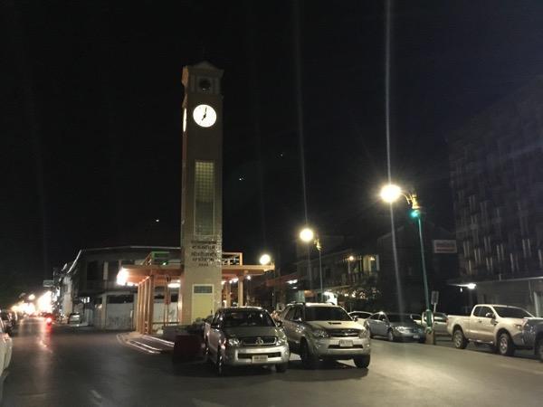高さ50メートルのベトナムメモリアル時計塔
